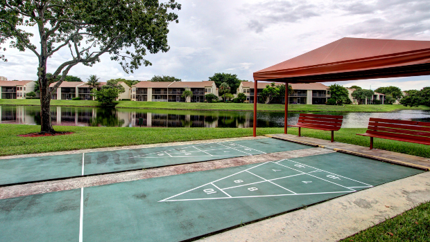 Horizon Club Outdoor Tennis Courts