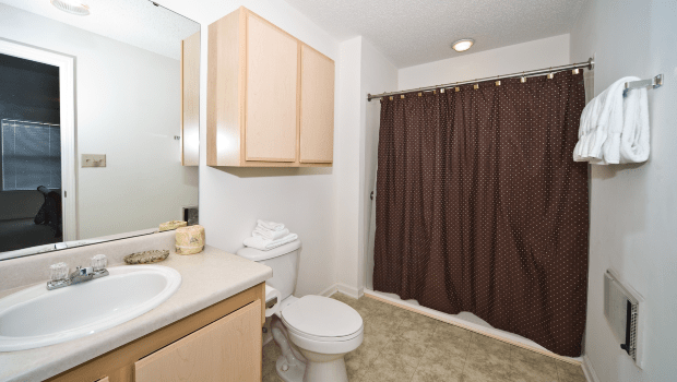 nice bathroom with an easily accessible shower